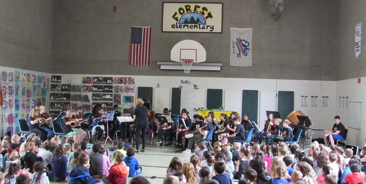 Mrs. Kilbane performs at Forest School